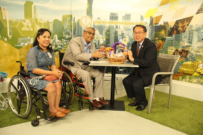 60+ Plus products were presented to Mr. Phanumart (middle) by Mr. Piroon (right) and Ms. Nongnuch Maytarjittipun, Executive Secretary to the Executive Director (left)